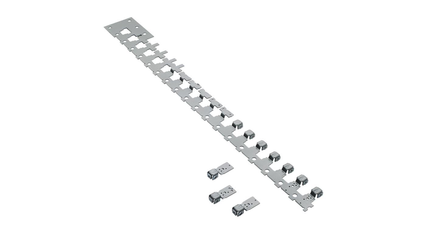 Stanzstreifen aus Folgeverbundwerkzeug mit 18 Stationen